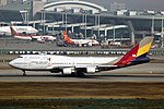 HL7418 - Asiana Airlines - Boeing 747-48E - ICN (16446351566).jpg