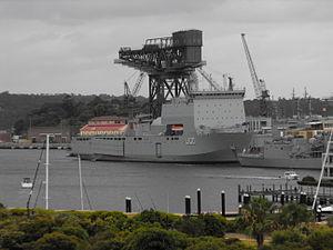 HMAS Choules starboard bow 2.jpg