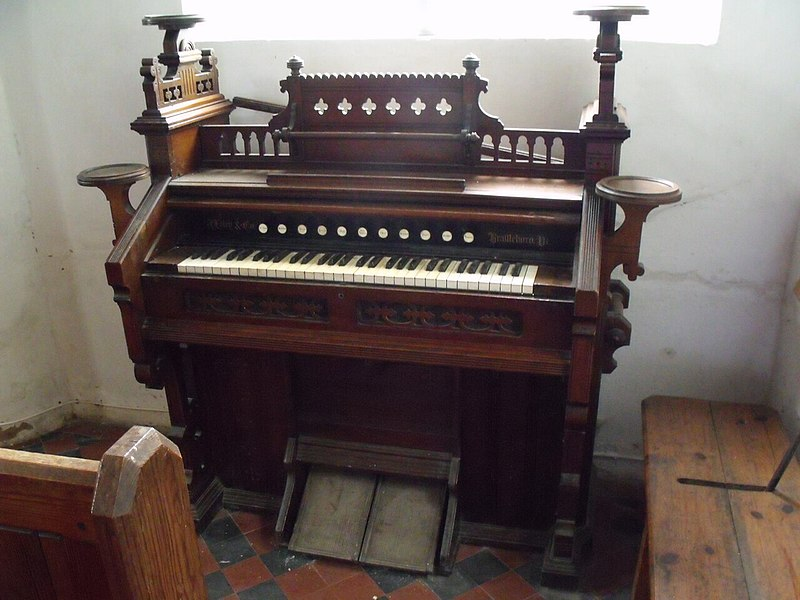 Harmonium in St Peter%27s Church, Normanby by Spittle (geography.org.uk 2622275 2ed0d039).jpg