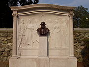 Henry_Wadsworth_Longfellow_Memorial_by_Daniel_Chester_French.JPG