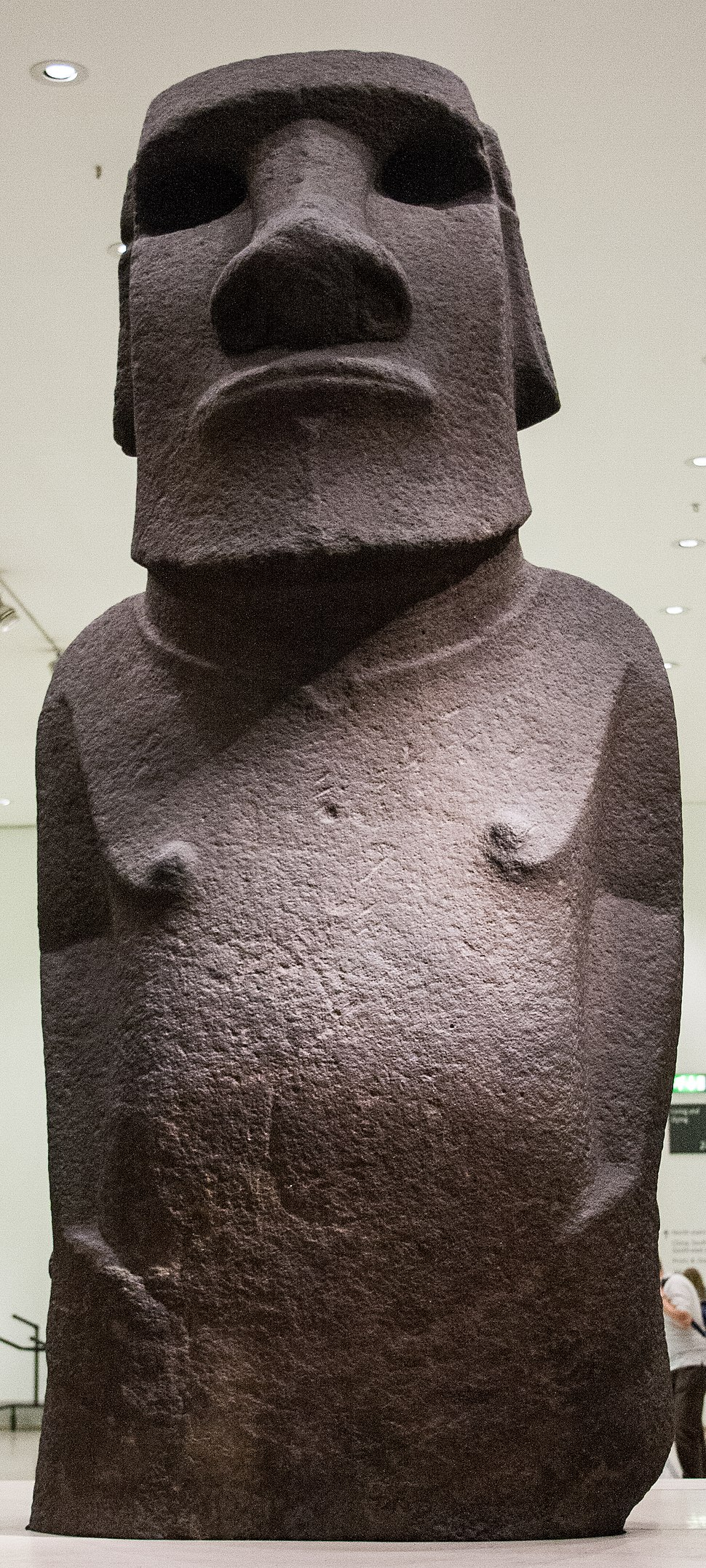 Hoa Hakananai%27a - Moai in the British Museum.jpeg