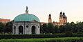 Hofgarten mit Dianatempel und Theatinerkirche.JPG