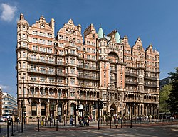 Hotel Russell on Russell Square, London - April 2007.jpg