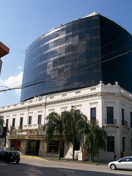 Archivo:Hotel y Casino de Resistencia.jpg