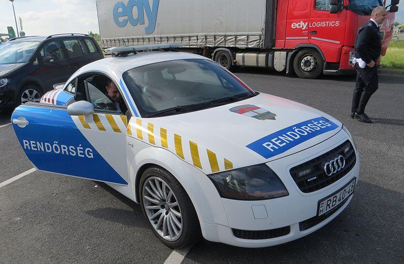 Hungary police car 03.JPG