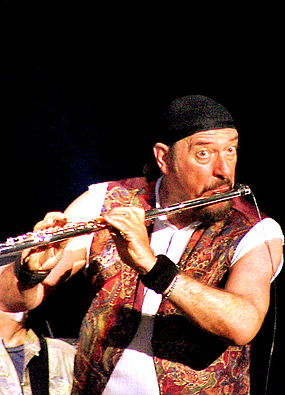 Ian Anderson of Jethro Tull playing a flute Ian Anderson 2.jpg