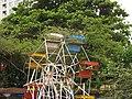 India - Bombay - 08 - dubious ferris wheel on Chowpatty Beach (2749468156).jpg