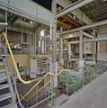 Interieur hoofdgebouw, hal met installatie - Geertruidenberg - 20321452 - RCE.jpg