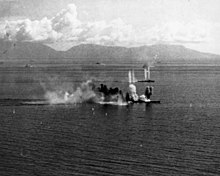 Japanese battleship Musashi and a destroyer under attack in the Sibuyan Sea, 24 October 1944 (NH 63432).jpg