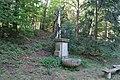 Kříž u kaple svatého Vojtěcha u Vrčeně (Q66050220) 01.jpg