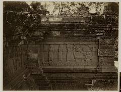 KITLV 28316 - Isidore van Kinsbergen - Relief on the first gallery on the south side of Panataran, Kediri - 1867-02-1867-06.tif