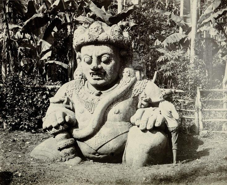 File:KITLV A94 - Raksasa in het tempelcomplex te Singosari bij Malang, KITLV 82644.tif