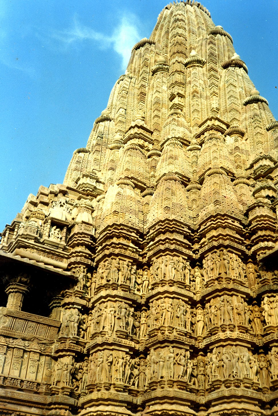Kandariya mahadeva temple howling pixel