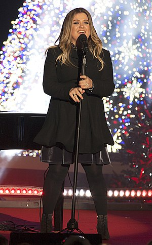 Kelly Clarkson 2016 National Christmas Tree Lighting - cropped.jpg
