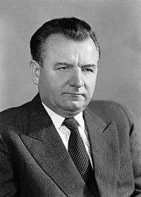 Klement GOTTWALD, předseda československé vlády, oficiální portrét (ČTK, ID FO00075657).jpg