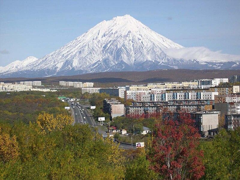 File:Koryaksky volcano Petropavlovsk-Kamchatsky oct-2005.jpg