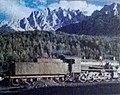 La locomotiva 704 presso la stazione di San Candido ai piedi della Rocca dei Baranci.jpg
