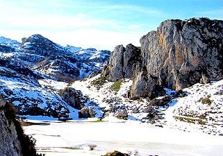 Lago Ercina en invierno.jpg