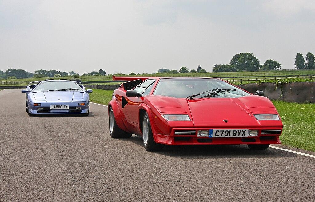 File Lamborghini Diablo Sv And Countach Jpg Wikimedia