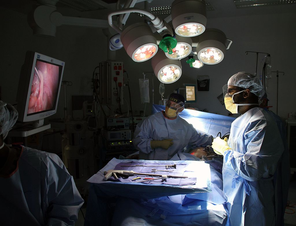 1024px-Laparoscopic_surgery_in_Afghanistan_141130-N-JY715-332
