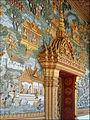 Le décor du portique du Vat That (Luang Prabang) (4337944832).jpg