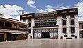 Lhasa-Potala-46-Klosterhof-2014-gje.jpg