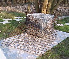 A Liberté chérie szabadkőműves páholy emlékműve. A páholyt az esterwgeni koncentrációs tábor foglyai alapították 1943 novemberében.