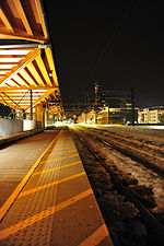 Lillestrøm train station platform at night.jpg