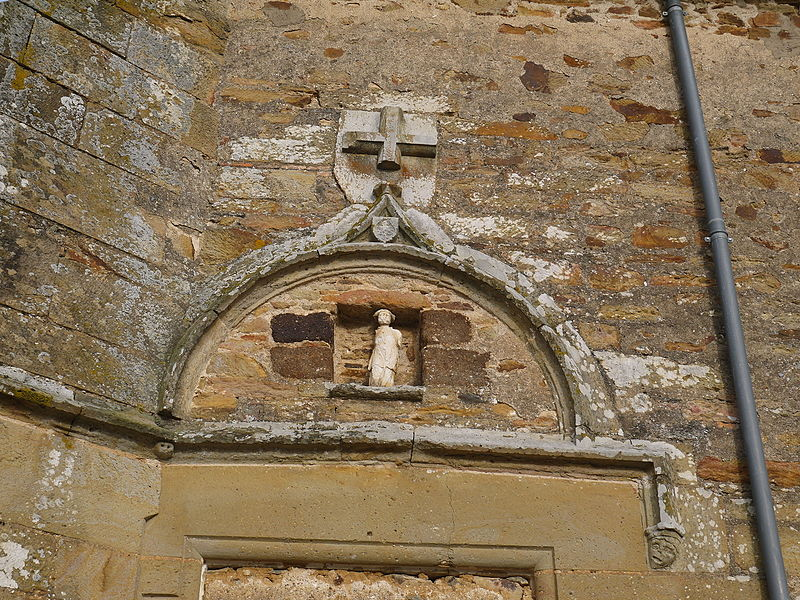 Linteau d'une porte latérale face nord (condamnée).