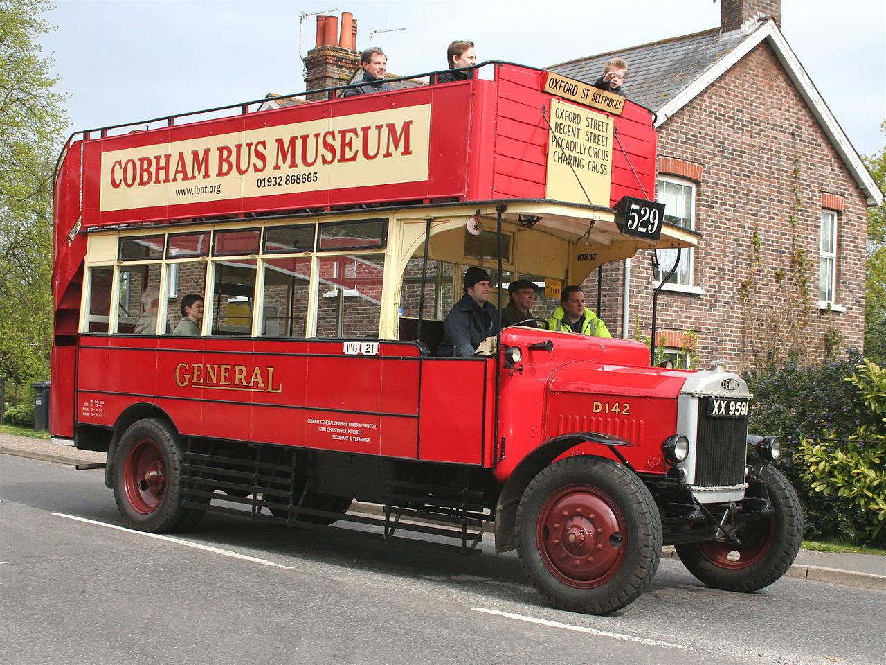 File:London General Omnibus Company bus D142 (XX 9591 ...