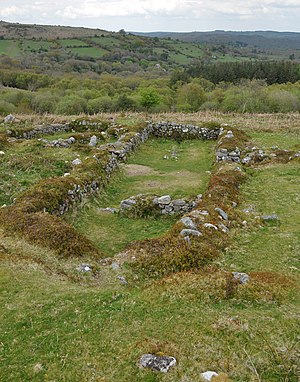 Dartmoor longhouse - Image: Longhouse 3 in Hound Tor village