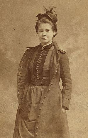 Louise Cox (painter) - Cox circa 1890.  Photo by Rockwood.