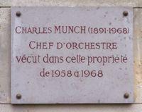 Plaque commémorative place emile dreux au village de voisins à