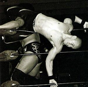 Low Ki - Low Ki wrestling Kenta Kobashi.
