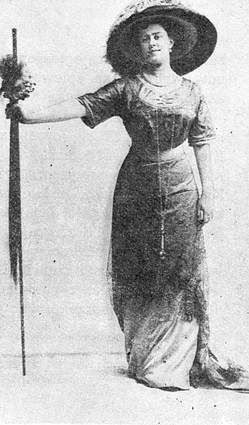 File:Lucyna Messal w operetce Hrabia Luxemburg.jpg