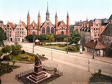 Denkmal auf dem Koberg, damals Geibelplatz, in Lübeck um 1900 (Quelle: Wikimedia)