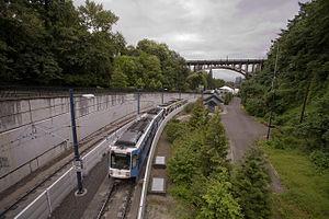 MAX Blue Line - A Blue Line train approaching the Vista Bridge.