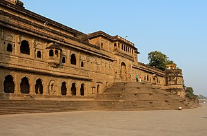 "Alaipayuthey - The song ""Snehithane"" was shot at Fort Ahilya of the Holkar dynasty, in Maheshwar."