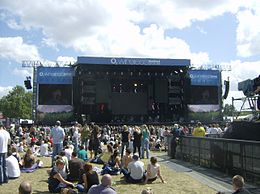 Main stage at 2008 O2 Wireless Festival.jpg