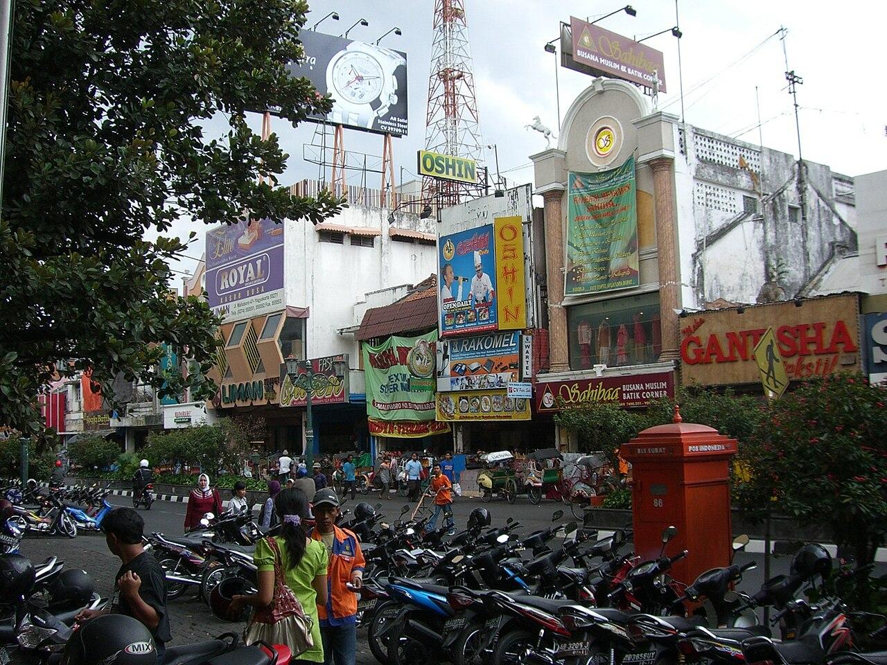 Resultado de imagem para compras na rua Malioboro