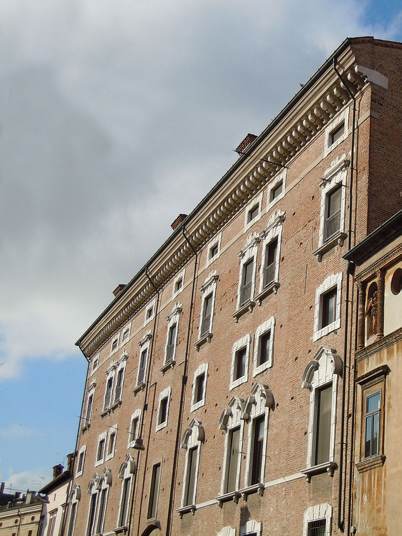 Mantova-Palazzo Valenti Gonzaga2.JPG