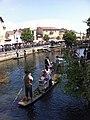 Marché flottant de l'Isle-sur-la-Sorgue en 2012.jpg