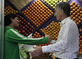 Mauricio Macri repartió bolsas reutilizables y biodegradables por los supermercados de Palermo (8051238651).jpg