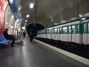 Villiers (Paris Métro) - Image: Metro Paris Ligne 3 station Villiers 02