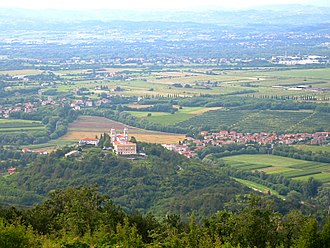 The plain at the confluence of the Soca and Vipava rivers around Gorizia is the main passage from Northern Italy to Central Europe. Mirenskigrad1.jpg