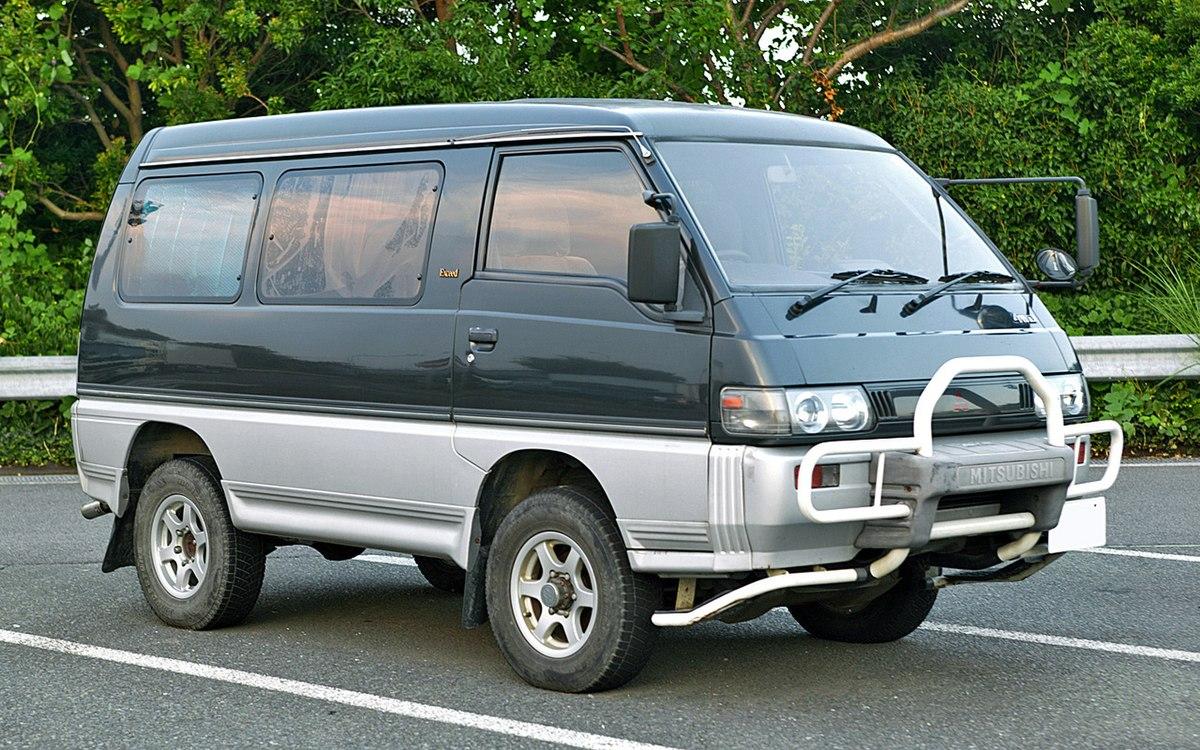 Mitsubishi Delica Star Wagon 001.JPG