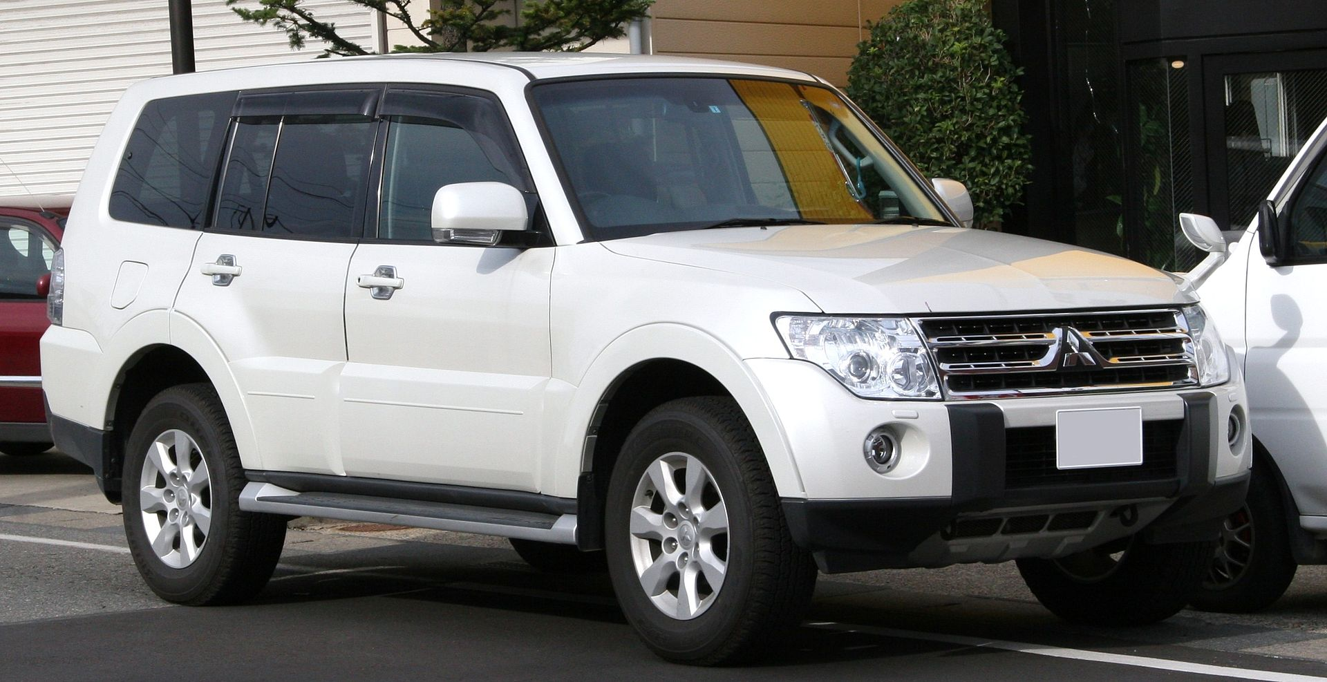 2010 Mitsubishi Pajero Revealed - autoevolution