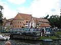 Most obrotowy na Kanale Łuczańskim wraz z urządzeniami oraz Zamek w Giżycku.jpg