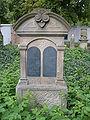 Náhorbek na židovském hřbitově v Chrudimi.jpg