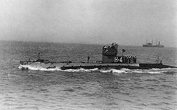 NH-53607 USS H-4 underway, circa 1922.jpg